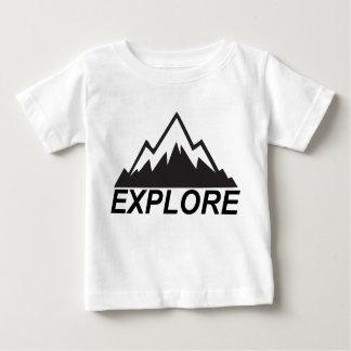 Erforschen Sie Gebirgsnatur und -wildnis Baby T-shirt