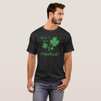 Erhalten Sie geklemmtem glücklichem Grün 4 Blatt T-Shirt