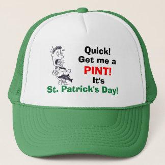 Erhalten Sie mir eines Liter-St Patrick Tageshut Truckerkappe