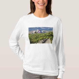 Erhöhte Stadtansicht und Hotel Marques de Riscal T-Shirt