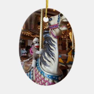 Ernie die Socken-Affe-ovale Karussell-Verzierung Weinachtsornamente