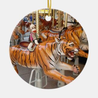 Ernie die Socken-Affe-Tiger-Karussell-Verzierung Rundes Keramik Ornament