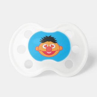 Ernie lächelndes Gesicht mit Herz-Förmigen Augen Schnuller