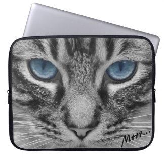 Ernste Katze mit blauem Eys kundengerecht Laptopschutzhülle