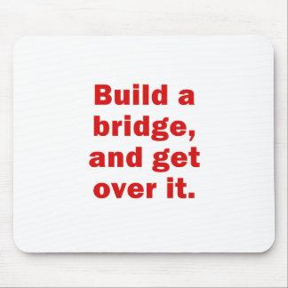 Errichten Sie eine Brücke und erhalten Sie über Mousepads