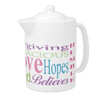 Erste Korinther-Liebe fasst Teekannen ab