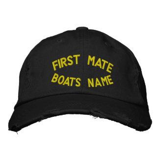 Erster Kamerad mit Ihrem Bootsnamen Besticktes Cap