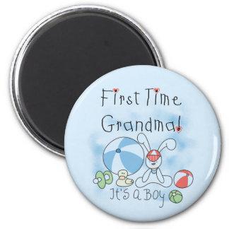 Erstes Mal-Großmutter der Jungen-T-Shirts und der Runder Magnet 5,1 Cm