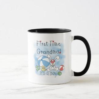 Erstes Mal-Großmutter der Jungen-T-Shirts und der Tasse