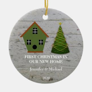 Erstes Weihnachten in unserem neuen Zuhauseholz Keramik Ornament