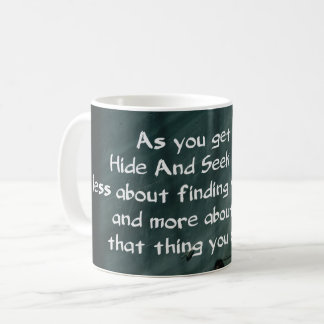 Erwachsenes Verstecken Kaffeetasse