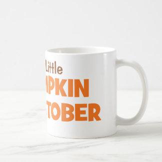 Erwartung einen kleinen Kürbis im Oktober Kaffeetasse
