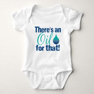 Es gibt ein Öl für das blaues aquamarines Baby Strampler