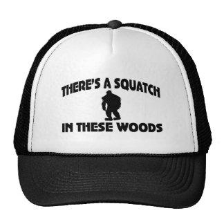 Es gibt ein Squatch in diesem Holz Retromütze