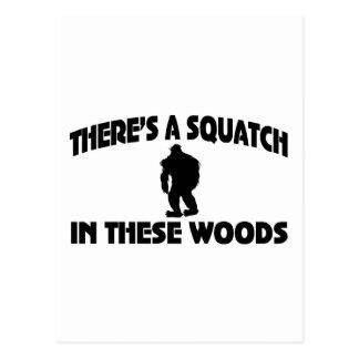 Es gibt ein Squatch in diesem Holz Postkarte
