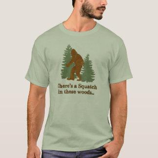 Es gibt ein Squatch in diesem Holz… T-Shirt