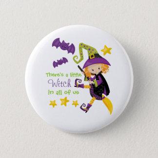 Es gibt eine kleine Hexe Halloween Runder Button 5,7 Cm