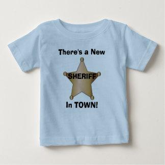 Es gibt einen neuen Sheriff in der STADT! Baby T-shirt