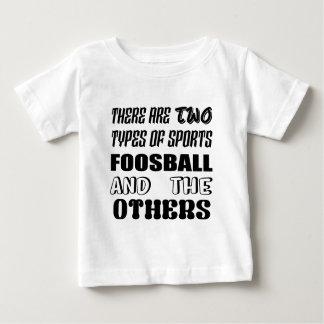 Es gibt zwei Arten Sport Foosball und andere Baby T-shirt
