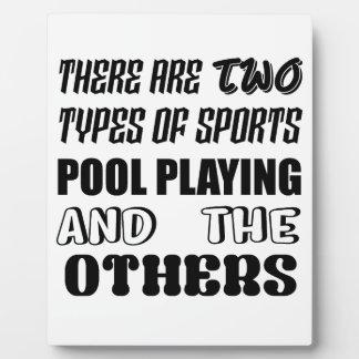 Es gibt zwei Arten Sport Pool spielend und oth Fotoplatte