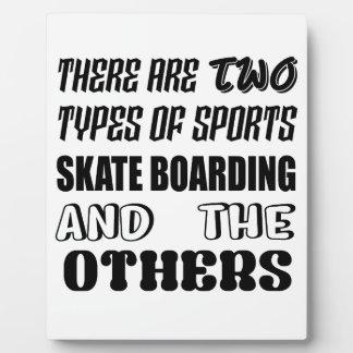 Es gibt zwei Arten Sport Skate-Boarding und O Fotoplatte