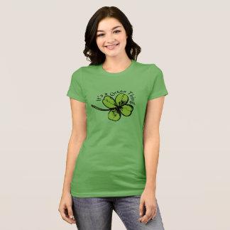 Es ist ein grünes Sache-Shirt für St Patrick Tag T-Shirt