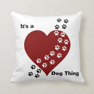 Es ist ein Hundesache-Herz-und Tatzen-Druck-Kissen Kissen
