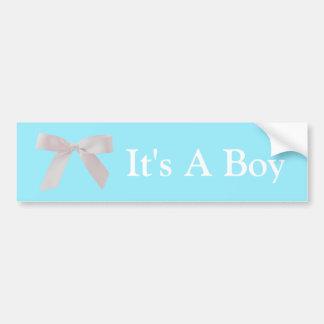 Es ist ein Jungen-blauer und weißer Band-Bogen Autoaufkleber