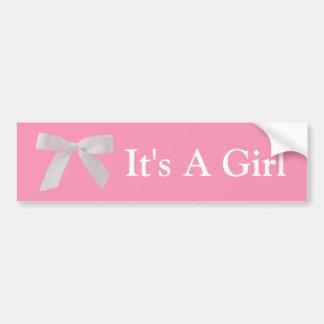 Es ist ein Mädchen-rosa und weißer Band-Bogen Autoaufkleber