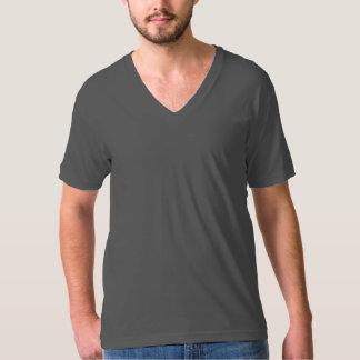 Es ist ein V - Hals T-Shirt! T-Shirt