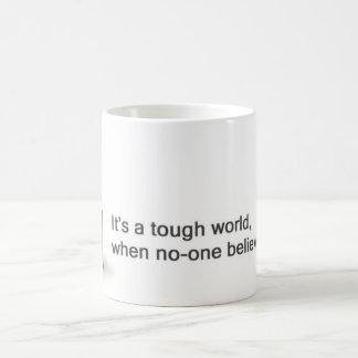 Es ist eine starke WeltTasse Kaffeetasse