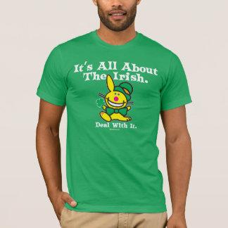 Es ist ganz über das irische (Grün) T-Shirt