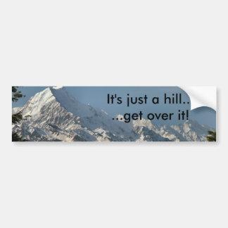 Es ist gerade ein Hügel…  … erhalten Sie über ihm! Autoaufkleber