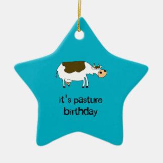 Es ist lustige Kuh des Weidengeburtstages Keramik Ornament