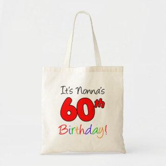 Es ist Nonnas 60. Geburtstags-Spaß und bunte Tragetasche