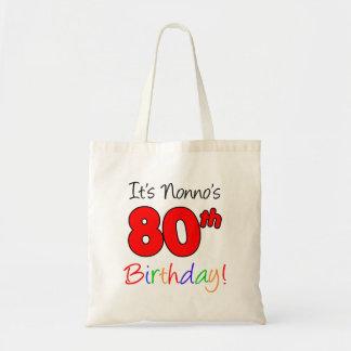 Es ist Nonnos 80. Geburtstags-Spaß und bunte Tragetasche