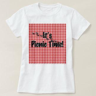Es ist Picknick-Zeit! Rote karierte Tischdecke T-Shirt