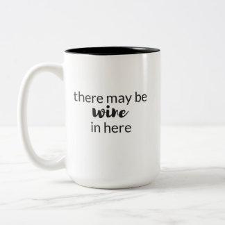 es kann Wein in der Kaffee-Tasse hier geben Zweifarbige Tasse