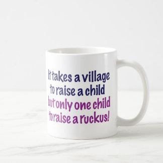 Es nimmt ein Dorf… Kaffeetasse
