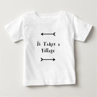 Es nimmt ein Dorf - Parenting Adoption Baby T-shirt