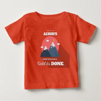 Es scheint immer unmöglich, bis es getan hat baby t-shirt