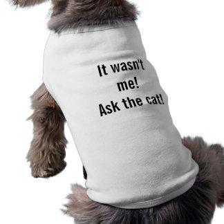 Es war nicht ich! Fragen Sie die Katze! Ärmelfreies Hunde-Shirt
