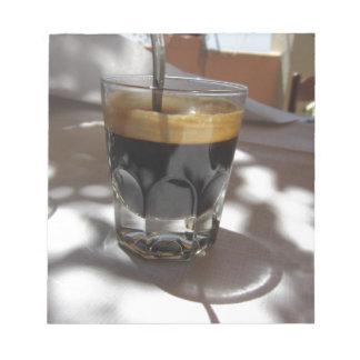 Espressokaffee mit Rum-, Zucker- und Zitronenrinde Notizblock