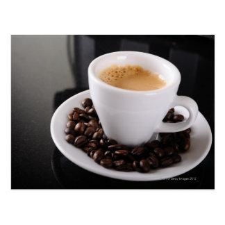Espressoschale auf schwarzem Granitzähler Postkarte