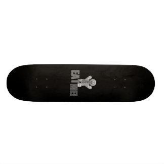 ESSEN SIE MICH! Lebkuchen-Mann - graues B&W Individuelles Skateboard