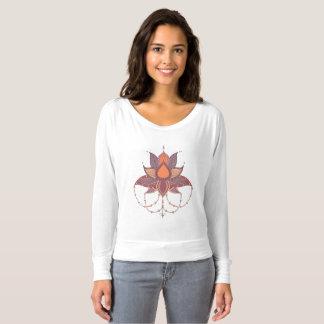Ethnische Blumenlotos Mandalaverzierung T-shirt