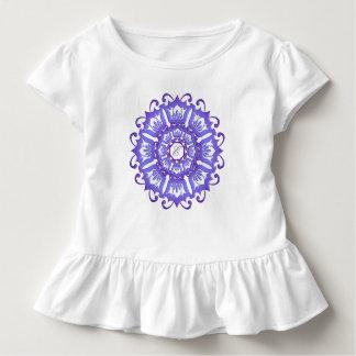 Ethnischer aquamariner Mandala. Monogramm Kleinkind T-shirt