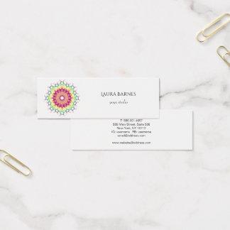 Ethnischer Blumenmandala. Mini Visitenkarte