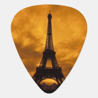 EU, Frankreich, Paris.  Eiffel-Turm Plektron