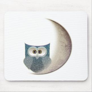 Eule auf dem Mond Mauspads